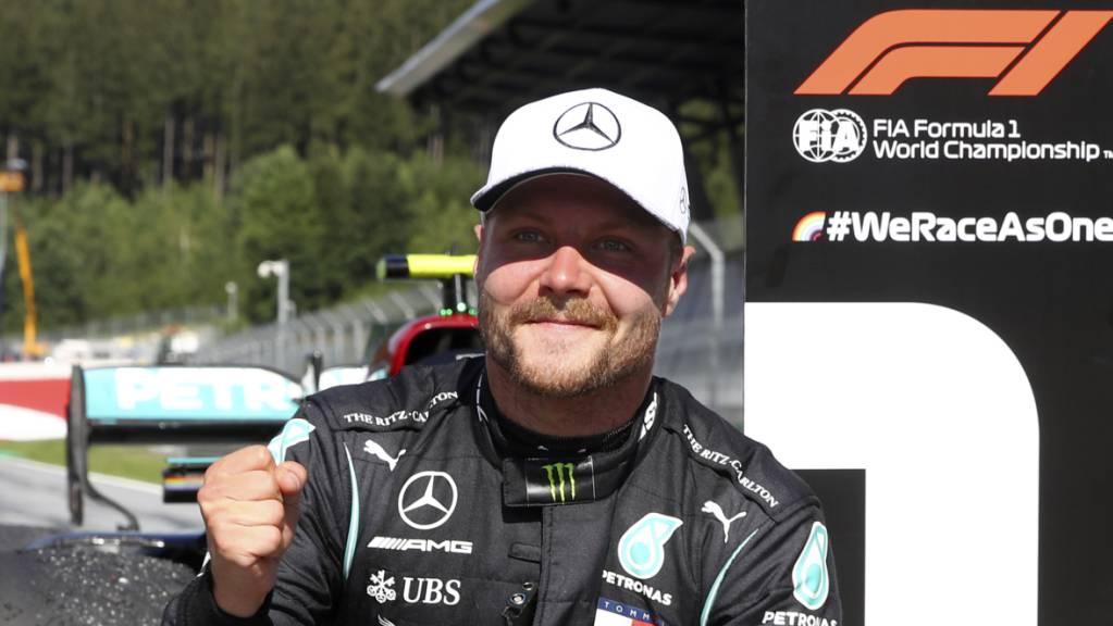 Der Finne Valtteri Bottas freut sich nach seinem Sieg am 5. Juli im GP von Österreich