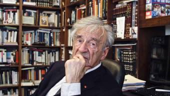 Elie Wiesel in seinem Büro in New York im September 2012. Der Friedensnobelpreisträger starb am Samstag. (Archivbild)