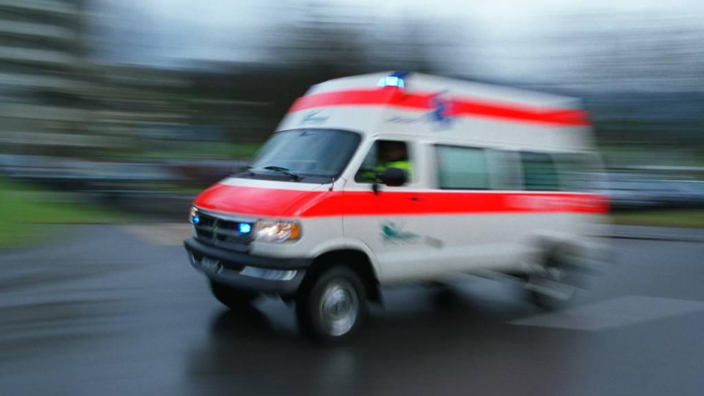 Ein 29-jähriger Töfffahrer ist in der Nacht auf Samstag bei Avegno TI bei einem Unfall ums Leben gekommen. (Symbolbild)