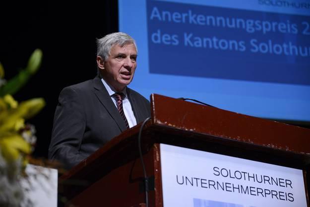 Laudator Marc Furrer stellte den Preisträger des Annerkennungspreises vor.