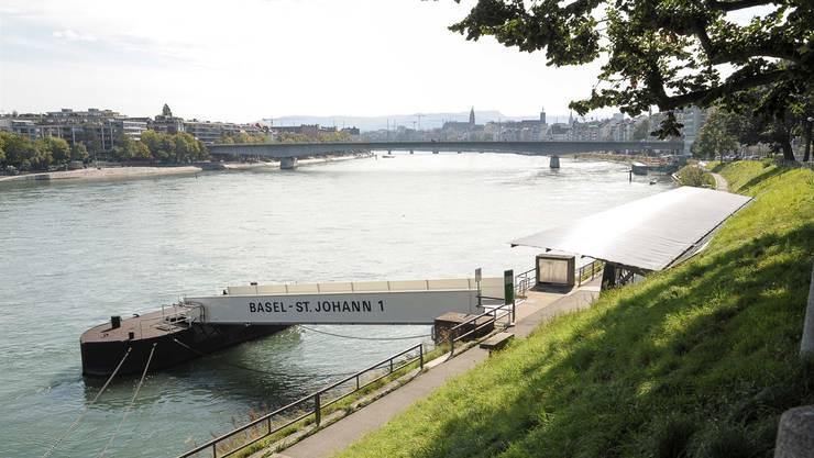 Auf Höhe des St. Johanns-Rheinweges erlitt der 77-jährige Schwimmer einen Schwächeanfall.