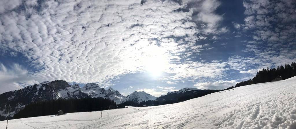 Hole-Punch Clouds im FM1-Land (© zVg)
