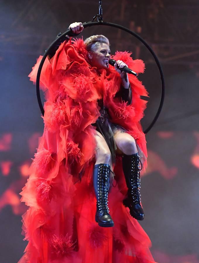 Pink ist bekannt für ihre akrobatischen Bühnenshows. (© gettyimages)