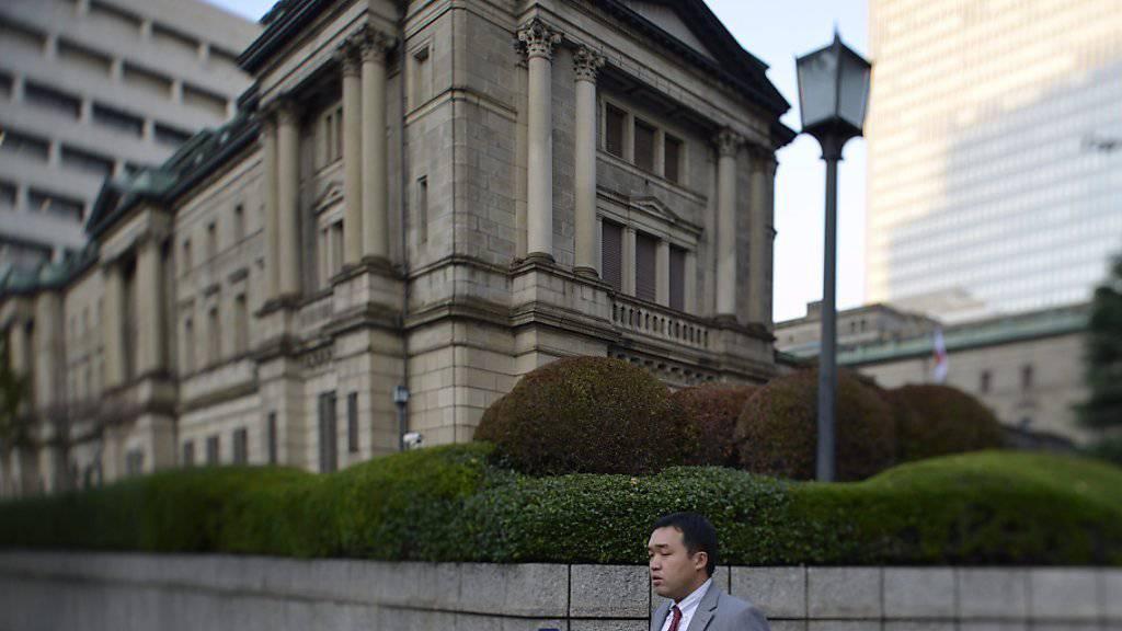 Die japanische Zentralbank - im Bild ihr Hauptsitz in Tokio - hält an ihrer Politik der offenen Geldschleusen fest. (Archivbild)