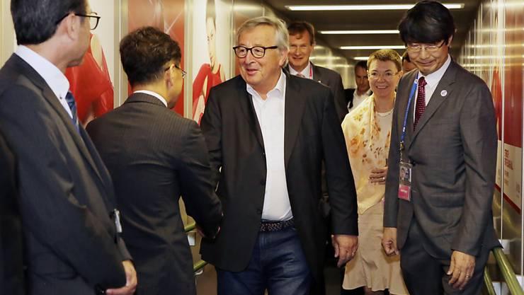 """""""Inmitten internationaler Handelsspannungen senden wir ein starkes Signal, dass wir für regelbasierten Handel stehen"""", schrieb Juncker zur Einigung auf das Handelsabkommen zwischen EU und Mercosur auf Twitter. (Bild von Juncker bei der Ankunft am G20-Gipfel in Japan)."""