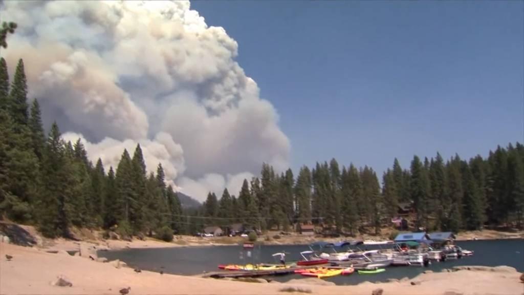 Buschbrände in Kalifornien: 1'000 Menschen von Umgebung abgeschnitten