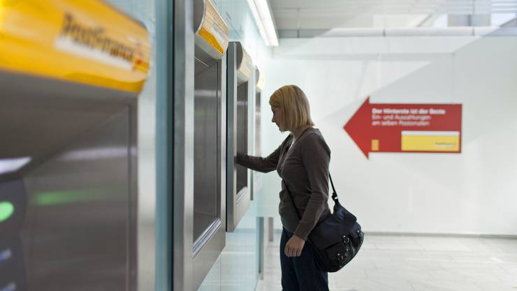 Der Jugendliche trat vor Geldautomaten der örtlichen Post in Aktion (Symbolbild).
