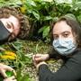 Hundertfüsslerforscher Ian Bobbit (l) und José D. Gilgado (r)