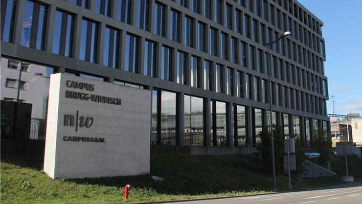 Die Beschriftung des Campussaals wurde seit dessen Eröffnung an der Aussenwand zur Kantonsstrasse hin optimiert. CM