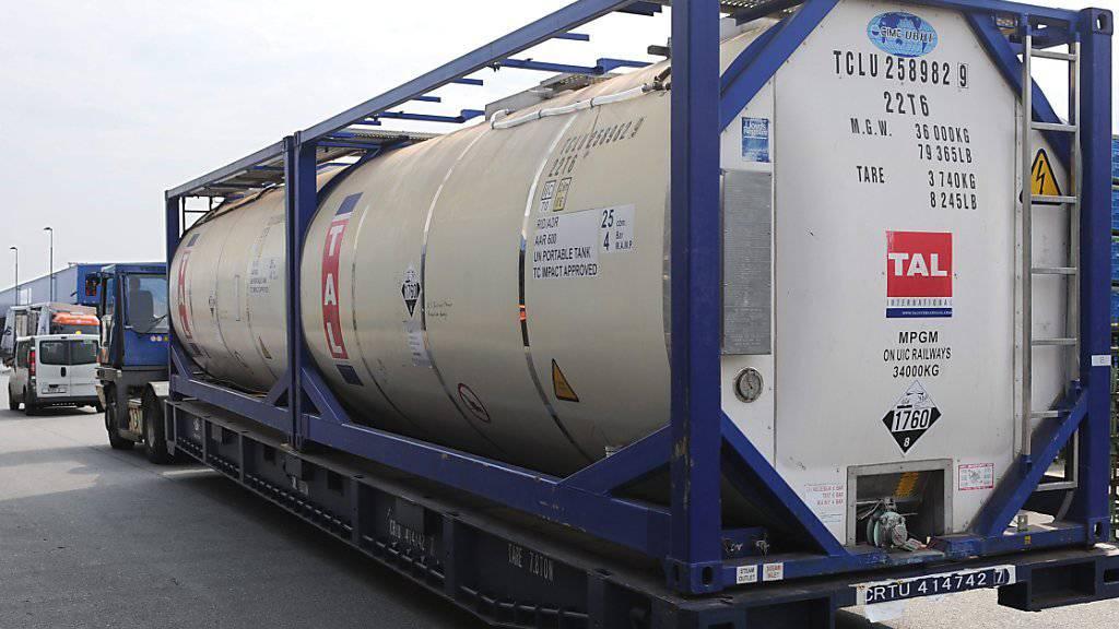Ein Container mit Senfgas der syrischen Regierung auf dem Weg zur fachmännischen Zerstörung. Laut einem Diplomaten soll die Terrormiliz IS Senfgas im Irak gegen kurdische Kämpfer eingesetzt haben. (Archiv)