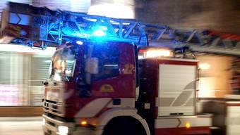 Das Feuer brach in einem Raum aus, der als Baulager genutzt wird. (Symbolbild)