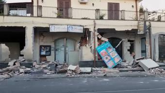 Dies würde den Behörden erlauben, gewisse Vorschriften zu umgehen und den betroffenen Gebieten schneller zu helfen. Dies sagte der Vize-Premierminister und Chef der Fünf-Sterne-Bewegung Luigi Di Maio in der Nacht auf Freitag.