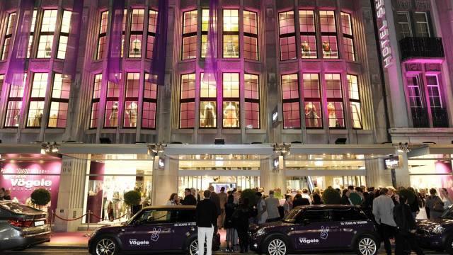 55-jähriges Firmenjubiläum 2010: Vergebliches Hoffen auf die Welt des Glamours. Foto: Hervé Le Cunff - SI