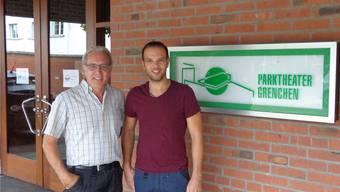 Robert Kaiser (links) geht in Pension. Sein Sohn Andreas wird neuer Bühnenmeister im Parktheater.