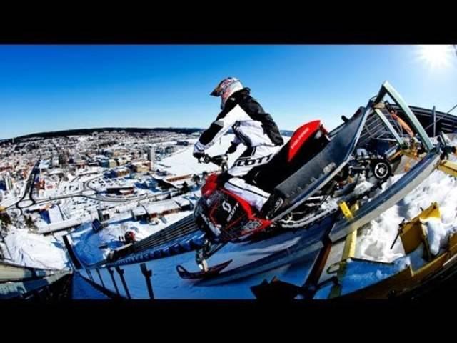 Daniel Bodin stürzt sich von der Skisprungschanze in Örnsköldsvik, Schweden.