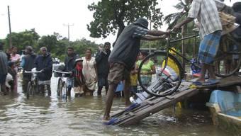 Mehr als eine Million Menschen wegen Überschwemmungen und Erdrutschen obdachlos (Archiv)