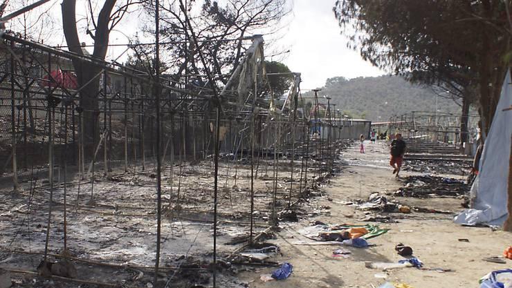 Das ausgebrannte Flüchtlingslager auf Lesbos. Noch immer sind hunderte Flüchtlinge nach dem Brand obdachlos.