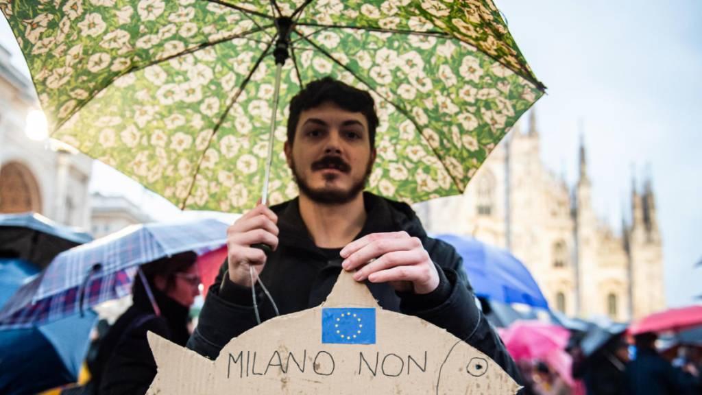 Zehntausende Demonstranten protestierten in Mailand gegen Salvini