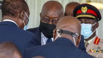 Der Präsident Ghanas, Nana Akufo-Addo (Mitte), der derzeit die Westafrikanische Wirtschaftsgemeinschaft präsidiert, drängt auf die rasche Einsetzung einer zivilen Regierung nach dem Putsch in Mali. (Archivbild)