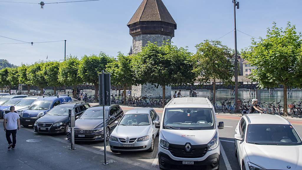 Unterschriften gegen Stadtluzerner Parkplatz-Konzept eingereicht