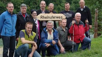 Die Verantwortlichen sind stolz auf den neuen Rheinuferweg, viele Wanderer begaben sich nach der Eröffnung auf die Strecke. hcw
