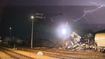Thumb for 'Sturm bringt Brückenkran zum Einsturz'