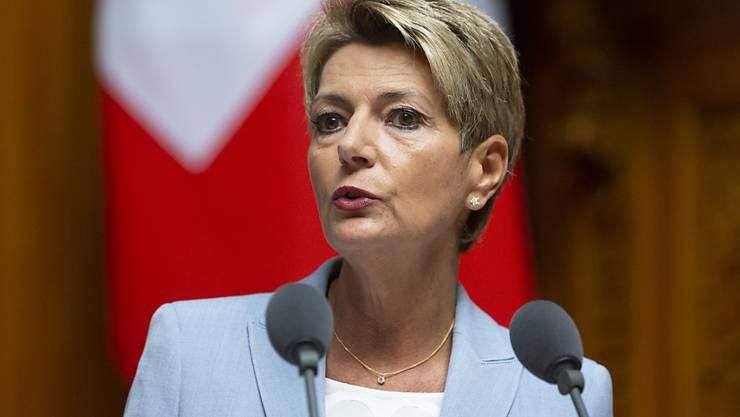 Bundesrätin Karin Keller-Sutter hat sich am Dienstag nach dem Treffen der EU-Innenminister in Luxemburg skeptisch zum Malta-Papier geäussert. Kritisiert hat sie vor allem, dass Asylsuchende ohne Prüfung ihres Asylgesuchs in andere Länder verteilt werden sollen. (Archiv)