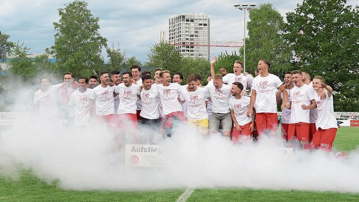 Der FC Dietikon feiert seinen Aufstieg in die 1. Liga.