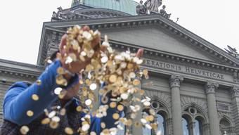 Gemäss einer neuen Studie besitzen die reichsten acht Menschen so viel wie die halbe Welt. In der Schweiz sieht die Situation nicht viel besser aus.