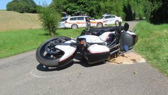 Beim Überholen eines Traktors stürzte ein 43-jähriger Töfffahrer.