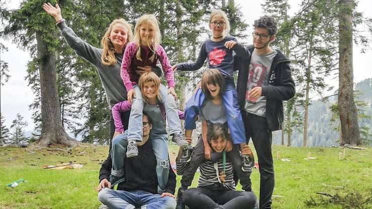 Das Sommerlager der Pfadi St. Urs Solothurn in Trans (GR) ist ein einziges, grosses Woodstock-Revival inmitten der Bündner Berge geworden.