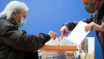 Trotz der Coronavirus-Krise wurden am Sonntag in Spanien zwei Regionalwahlen durchgeführt - es kam aber kaum zu Überraschungen bei den Wahlresultaten.