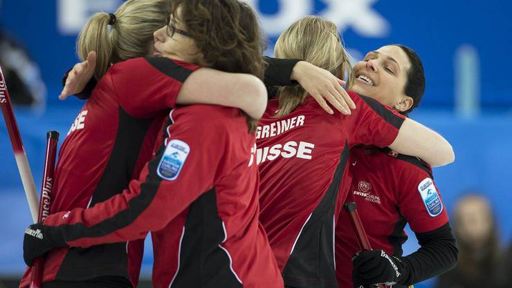 Die Schweizerinnen feiern ihren 6:4-Sieg gegen Dänemark