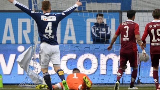 Vaduz' Goalie Peter Jehle kassiert früh das 0:1