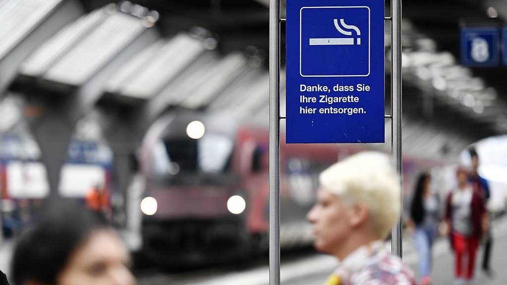 Rauchen nur noch in bestimmten Zonen erlaubt: Ab Ende Oktober hat auch die Zentralbahn rauchfreie Bahnhöfe. (Archivbild)