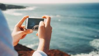 Sunrise kontert die Roaming-Offensive von Swisscom mit neuen Angeboten.
