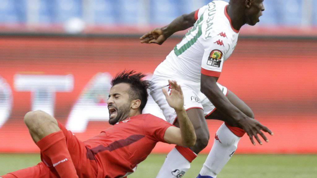Hatte im Viertelfinal gegen Tunesien die Nase vorn: Burkina Faso mit Yacouba Coulibaly (rechts, im Duell mit Taha Yassine Khenissi)
