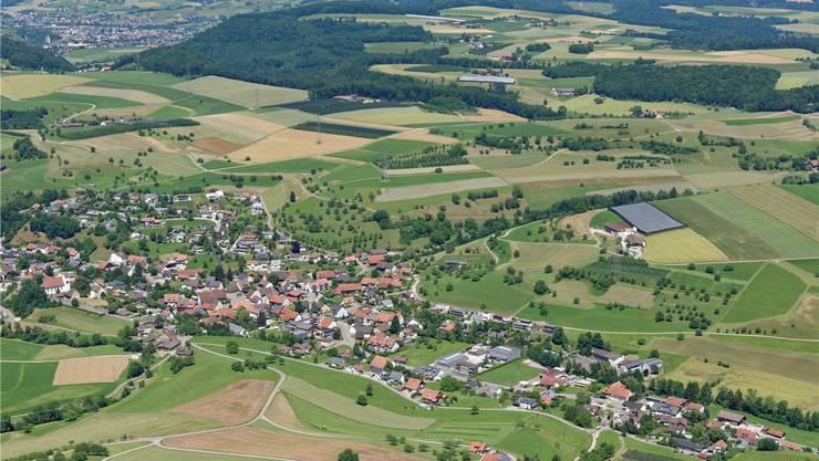 Eine Fusion zwischen Wölflinswil (Vordergrund), Oberhof, Wittnau, Gipf-Oberfrick und Frick (Hintergrund) ist derzeit nicht im Anflug. Archiv/Gerry Thönen