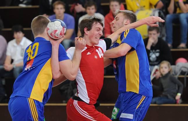 Kein Durchkommen gegen die starken Schweden für die Schweiz in der Sporthalle Birsfelden.