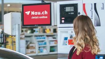 Informiert seit bald drei Jahren an Zapfsäulen, im öffentlichen Verkehr und im Internet: Das Schweizer Nachrichtenportal Nau.ch.