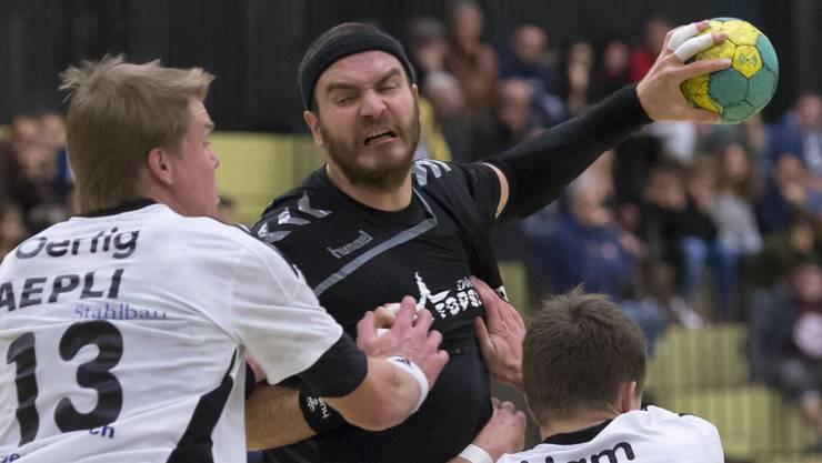 Rares Jurca will den RTV Basel zum Sieg gegen Thun schiessen.