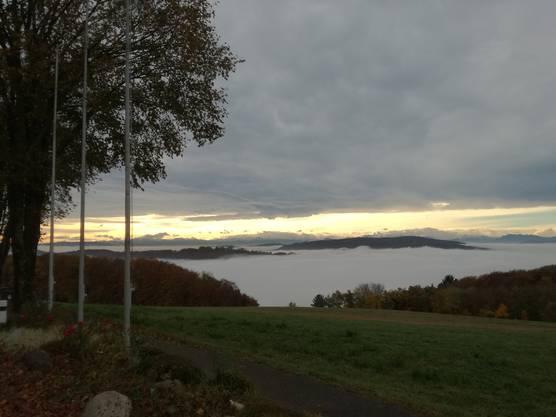 Blick vom Bözberg (Vierlinden) auf das Nebelmeer im Aaretal (Richtung Wildegg).