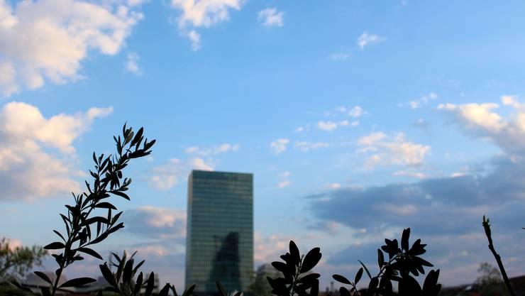 Unfassbar blau: der Himmel über Basel.