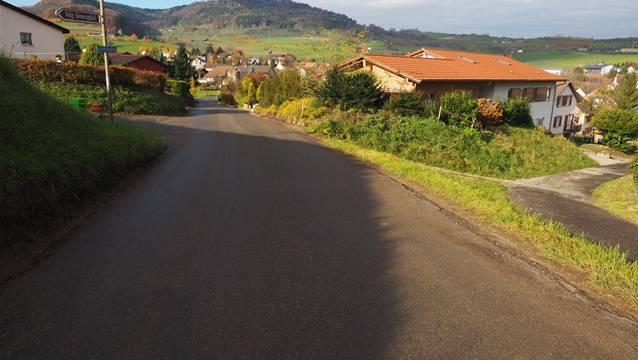 Der Kornbergweg kann für 1,53 Millionen Franken saniert und ausgebaut werden.