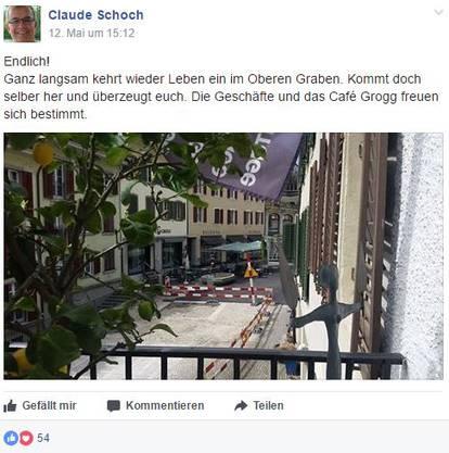 Auch Kabarett-Tage-Leiter Claude Schoch freut sich mit den Gewerbetreibenden am Oberen Graben.