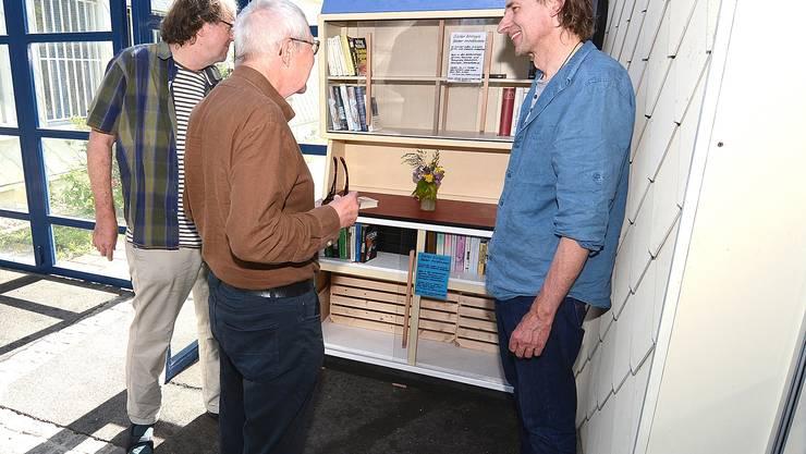 Am Freitagabend konnte der Verein den offenen Bücherschrank eingeweiht.