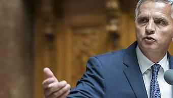 Aussenminister Didier Burkhalter betonte im Nationalrat, die Schweiz unterstützte schon heute keine Organisationen, die Hass säten. (Archivbild)