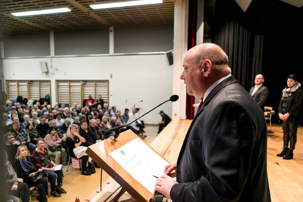 Gemeindepräsident Valentin Schmid war leicht konsterniert.