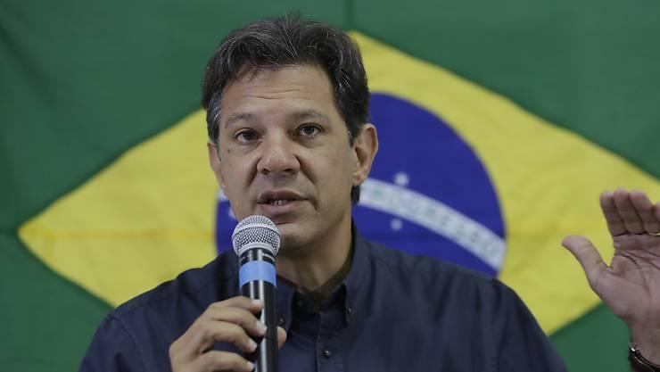 Der linke brasilianische Präsidentschaftskandidat Fernando Haddad wittert eine von Unternehmen finanzierte Internet-Kampagne gegen ihn.