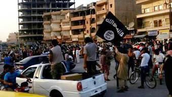 Kämpfer des Islamischen Staats in Raqqa, Syrien (Archiv)